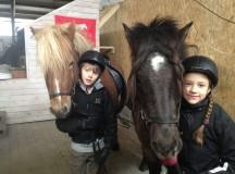 På helgens Isa kurs var det även med två lite yngre deltagare, Gloi och Hruni var mycket nöjda med sina duktiga ryttare.